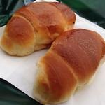 56996765 - 1番人気は、この塩パンだーっ。