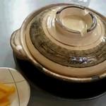 56997736 - 鍋焼きラーメンの外観。