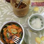ナマステ ガネーシャ マハル - 辛いピクルスと日替わりスープとサラダ