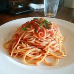 Lamp - 赤唐辛子のトマトソースパスタ