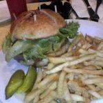 ウエストパーク・カフェ 代々木上原店 - ハンバーガー,ポテトいっぱい