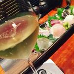 Izakayasambai - 刺し盛りと泡