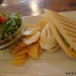 グリーンズ・コーヒー・ロースター - avocado egg cheese panini