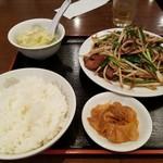 華龍飯店 - ニラレバ定食