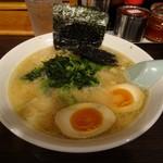 らーめん 峰 - デフォルトラーメン560円+味玉100円(何れも税込み)