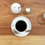 ヒトテマ - コーヒーhot450円。美味しいです