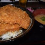地場産食材 宝 - わらじ丼