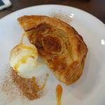 ミツバチ堂 - イチヂクのパイ アイスクリーム添え