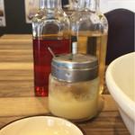 グリルスタンド - 酢、ラー油、ニンニク、黄身