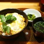 新橋 鶏繁 どんぶり子 - 炭焼きもも肉 親子丼