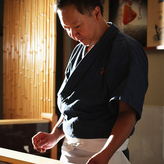 確かな腕と優しい笑顔が印象的な店主、岡田さん