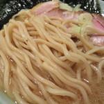 57020658 - 麺は京都のカリスマ製麺『麺屋 棣鄂』謹製で、麺肌がツルツルとした加水高めの中太平打ち麺
