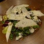 57024363 - ゴルゴンゾーラチーズ・クルミ・苦味野菜のインサラータ、ヴィンテージバルサミコソース