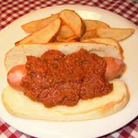 レッドウッド - 挽肉とトマトと数種類のスパイスを長時間コトコト煮込んだチリと特注ソーセージのチリドック!!