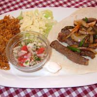 レッドウッド - 大人気!!牛ステーキと野菜、サルサなどを巻いて食べるファヒータ!