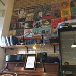 ヴァンショー - 店内の風景:昭和50年代のレコードジャケット