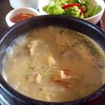 Kunsansouru - 「参鶏湯セット」(1250円)。スープ&ドリンクバーが付く。