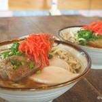 フクギ屋 - 沖縄そば(ソーキ)   沖縄そば(三枚肉)