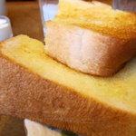 カネコ - モーニングセットの厚焼きトースト