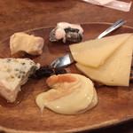 57063620 - チーズ盛り合わせ
