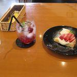 cafe&food may - ラズベリーソーダとストロベリーカスタードタルト(2016.05)