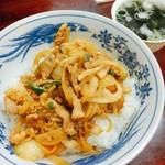 串けん - なにコレ丼(テレビ朝日・ナニコレ珍百景で串けんが紹介されたことを記念して誕生したメニュー)