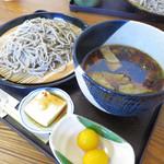 57068531 - うまかっぺ蕎麦(小鉢付き)750円