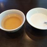 四川料理 天華 - ランチについてくるタピオカとジャスミン茶 2016.10撮影