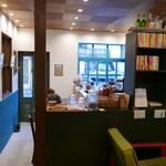CAFE ポルボロン - 奥から入口を望む