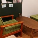 CAFE ポルボロン - 奥のソファ席
