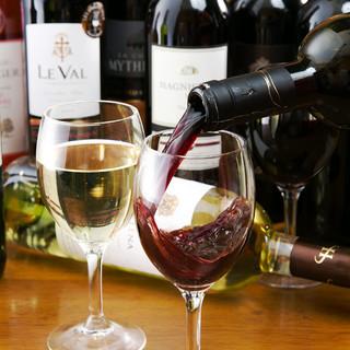 世界各地より厳選したワインは30種類以上ご用意♪
