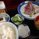 魚料理 ホノルル食堂 - 刺し身定食 1300円