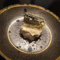 天ぷら割烹 なかじん - 本日の魚介、大根おろしのソース(写真は秋刀魚)