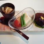 鳥焼き・おでん こう楽 - 前菜(イカ塩辛は絶品)