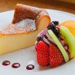Livingston Cafe - ベークドチーズケーキ