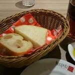 アマポーラ エル トマテ - ランチセットのパン