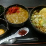 ゆで太郎 - 豚天とろろ蕎麦の温かいのに、生卵、ワカメ増し、ミニカレー丼をチョイス。