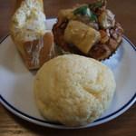 マカロニ市場 - メロンパン、キャラメルバナナデニッシュ、たっぷりたまごパン