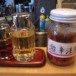 柳 - 卓上の備えるお酢・ラー油・唐辛子