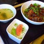 あぶり屋 - 料理写真:牛カルビ丼880円