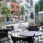 Urth Caffé - テラス席からの眺め
