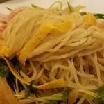 新悦園 - 麺は細い 2016.9