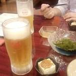 願寿亭 - 「オリオン生ビール(中)」(624円)+「海ぶどう」(645円)とお通し