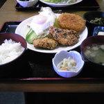 くぅーたこ焼お好み焼の店 - 日替わり(チキン竜田&コロッケ)