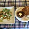 カフェ・ド・ラパン - 料理写真:16/09/01訪問 ランチメニューですが正式なメニュー名・値段は失念 チキンとエリンギのソテー みたいな感じでした。 ライスとパンではパンをチョイス。食後にドリンクはアイスティーにしました。