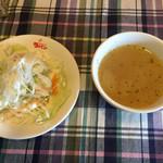 カフェ・ド・ラパン - ランチセットのサラダとスープ