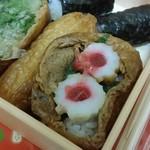 壺屋 - チクワの輪切りの真ん中に梅肉が乗った稲荷寿司