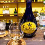 唐辛子バル チレデルナ メキシコ - アガベ100%テキーラ「プラ・ヴィーダ」レポサド(¥972)。ほのかな樽香を楽しむなら、レポサドがお勧めだ