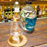 唐辛子バル チレデルナ メキシコ - アガベ100%テキーラ「ムチャリガ」ブランコ(¥648)。瓶のデザインは、メキシコの覆面プロレスラー!
