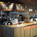 ステーションカフェ バーゼル - 注文カウンターの後ろにビールタップ